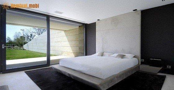 Khắc phục giường hướng cửa sổ sát đất