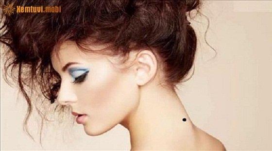 Phụ nữ có nốt ruồi phía sau cổ là người chính trực, trung thành