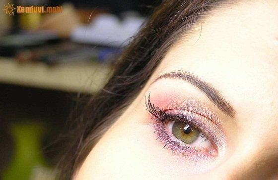 Giật mắt phải ở nữ hên hay xui