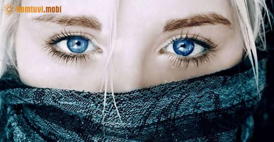 Nháy mắt trái nữ là hên hay xui