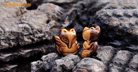 Đá hồ ly mắt hổ vàng và nâu phù hợp với người mệnh Kim và mệnh Thổ