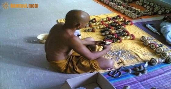 Kuman Thong được các nhà sư dùng phép tạo nên linh hồn