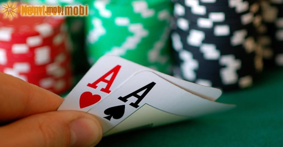 Nằm mơ thấy đánh bài đánh con gì may mắn?